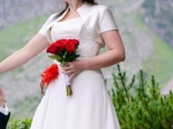 Sprzedam Suknię Ślubną - Czerwony dodatek