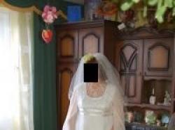 Sprzedam suknię ślubną jednoczęściową z lekkim trenem kolor ecru. Rozmiar 44-46