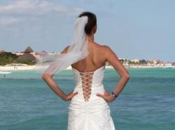 Sprzedam Suknię Ślubną Kolekccja 2011 z kryształami Swarovskiego + GRATISY