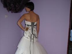 Sprzedam suknię ślubną prosto z salonu 100% nową