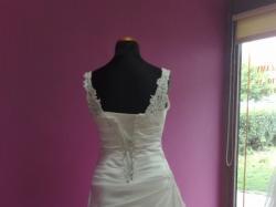 Sprzedam suknię ślubną roz 36/38 (możliwość dopasowania do sylwetki)