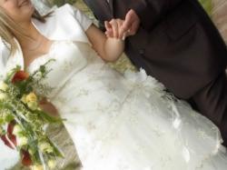 Sprzedam suknię ślubną rozm.40/42 ecru jednoczęściowa z bolerkiem i halką