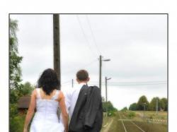 sprzedam suknię slubną w kolorze białym jednoczęsciową.
