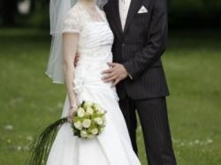 Sprzedam suknię ślubną w kolorze ecru (jasne)