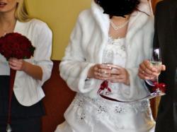 Sprzedam suknie ślubną - welon gratis.