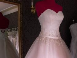 Sprzedam suknię ślubną wyszywaną kryształkami swarovskiego
