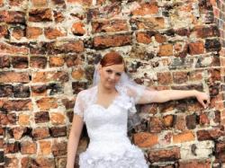 Sprzedam suknię ślubną wyszywaną kwiatami