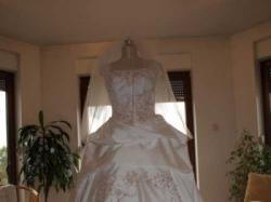 Sprzedam suknię ślubną z b.długim podpinanym trenem + wszytkie dodatki