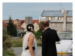 sprzedam suknię ślubną z czarnym pasem