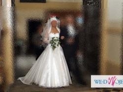 Sprzedam suknię ślubną z tenem.