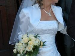 Sprzedam suknię ślubną z trenem + bolerko