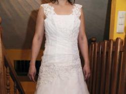 sprzedam suknie ślubną z welonem i bolerkiem