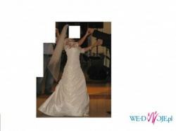 Sprzedam suknię z tafty jedwabnej bogato zdobionej koronką