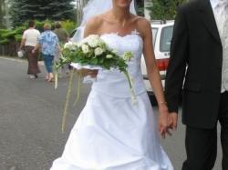 Sprzedam tanio 600 zł śliczną białą suknię ślubną po profesjonalnym czyszczeniu