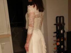 Sprzedam tanio elegancką suknię Sweetheart w zestawie z bolerkiem i aplikacją.