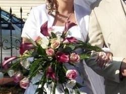 Sprzedam tanio suknie ślubną wraz  z halka, rękawiczkami i bolerkiem..
