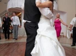 Sprzedam tanio suknie ślubna z dodatkami