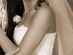 Sprzedam TIULOWĄ PIĘKNĄ SUKNIĘ ślubną