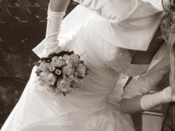 Sprzedam uroczą suknię ślubną.