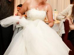 Sprzedam uroczą suknię ślubną-ecru, rozm. 42