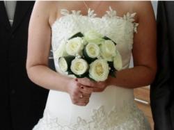 Sprzedam uroczą suknię ślubną- kolor ecru, rozm. 42