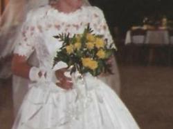sprzedam używaną suknie ślubną białą ,jednoczęściową
