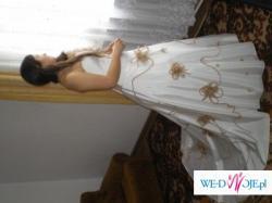 Sprzedam wyjątkową, niepowtarzalną suknię ślubną w kolorze bieli