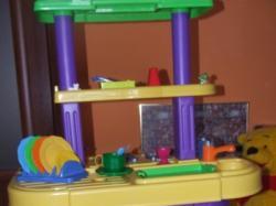 sprzedam-Wysoką  kuchnię zabawkową