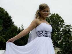 Sprzedam zwiewną, skromną i romantyczną suknię ślubną.