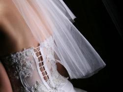 Spzredam śnieżno-białą suknię śłubną