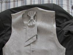 Srebrna kamizelka ślubna z musznikiem rozm. L (52)