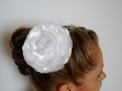 Stroik ślubny biały , róża , woalka