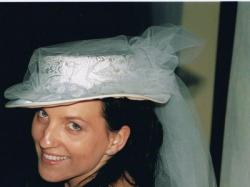 """stylowa suknia ślubna firmy """"KARINA"""" z koronki  z kapeluszem"""