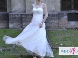 Stylowa suknia ślubna z koronką francuską