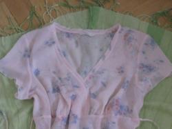 Subtelna kwiatowa bluzeczka