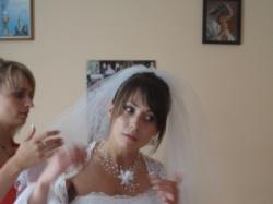 Subtelna suknia ślubna dla filigranowej panny młodej