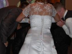 subtelna suknia ślubna z koronką