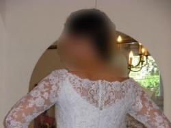Subtelna suknia ślubna z rękawem z koronki