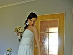 Subtelna suknia w greckim stylu