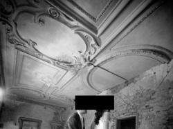 Subtelna złota suknia z różami szyta na miarę we Włoszech