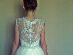 sukienka krótka biała koronkowa