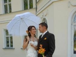 Sukienka ślubna elekancka i romantyczna