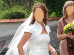 Sukienka ślubna jednoczęściowa z delikatnym haftem