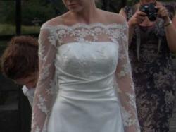 sukienka z długim koronkowym rękawem