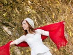 suknia ąlubna z baskinką i odpinanym trenem
