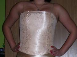 Suknia, gorset i sodnica w kolrze brzoskwini/złota