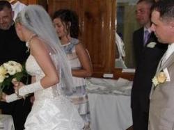 suknia jednoczęściowa z kryształkami svarowskiego ecru ze złotem, podpinany tren