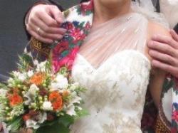 Suknia krótka z kamieniami Swarovskiego.