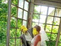 Suknia ślubna 2-cześciowa w kolorze ecru wzbogacona portugalskimi koronkami .