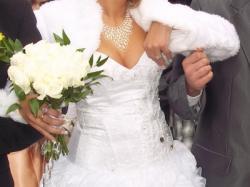 Suknia ślubna al'a hiszpanka z kamieniami Svarowskigo